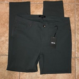 🔴NWT 5 Pocket Must Have Skinnies!🔴